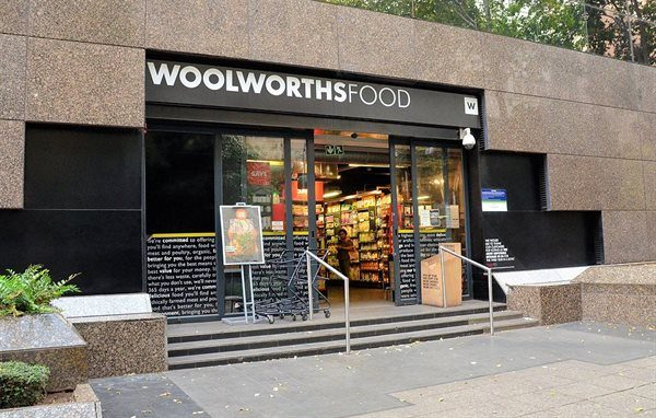 Woolworths rolls out drive-through click and collect shopping service