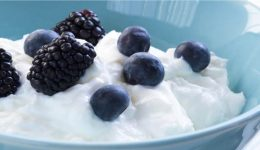 Berries in yoghurt